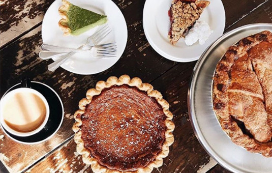 holiday-pie-and-cheese-social